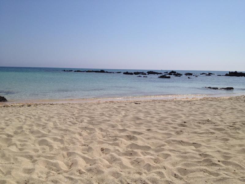 Feinster Sandstrand und blauer Himmel auf Elafonisis, Kreta